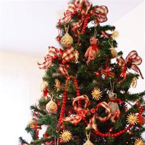 Scandanavia Red and Wheat Christmas Tree