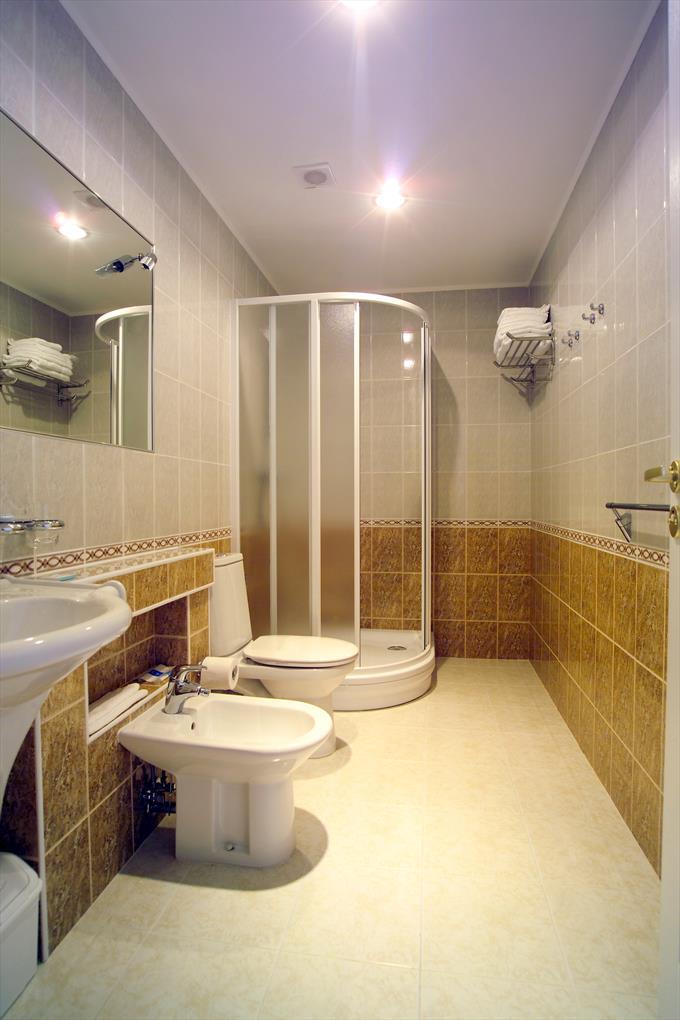 Дизайн длинных ванных комнат фото